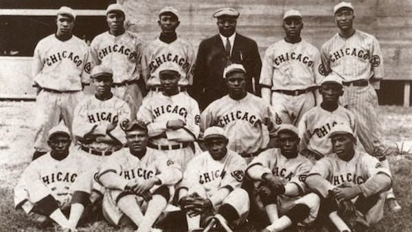 A team publicity photo for the Chicago American Giants in 1919. Rube Foster is at the center, in a suit. Photo: Wikimedia Commons