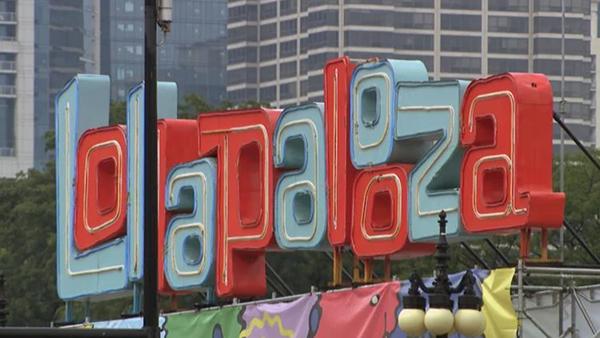Lollapalooza sign (WTTW News)